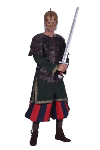 middeleeuwse ridderourfit compleet met broek shirt en zwaard