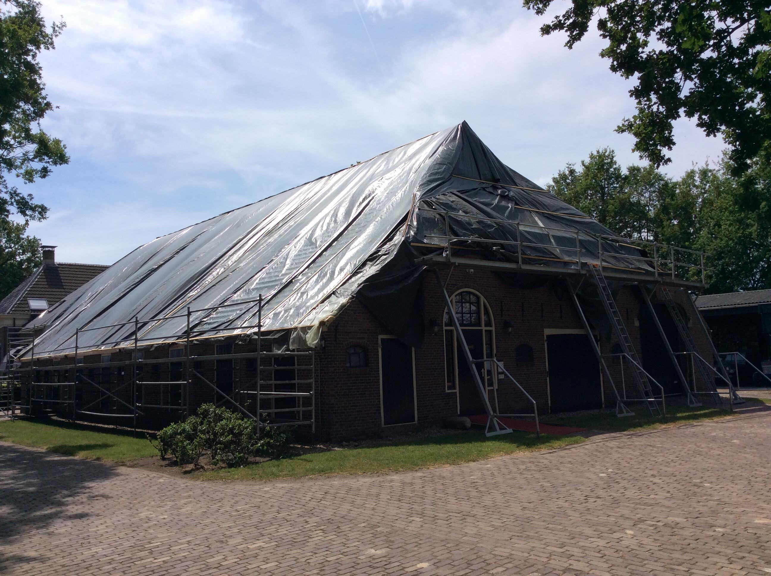 Bij de bonte koe 'gaat het dak er af' (klik hier voor meer informatie)